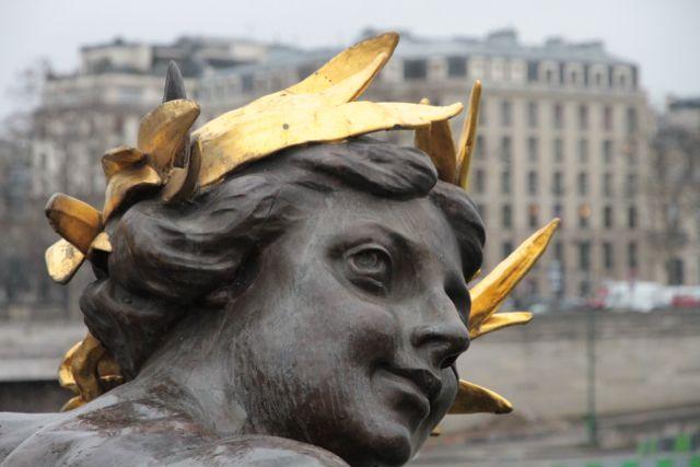Pont du Alexandre statue