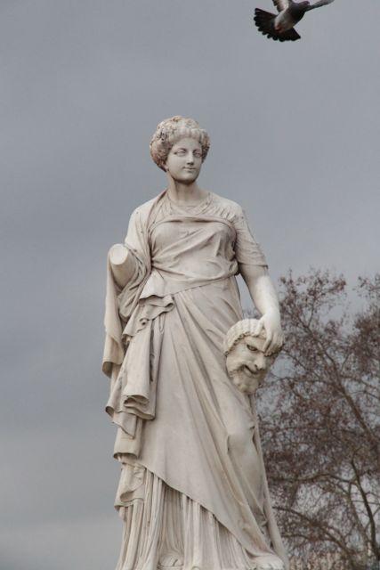 Statue Louvre Bird