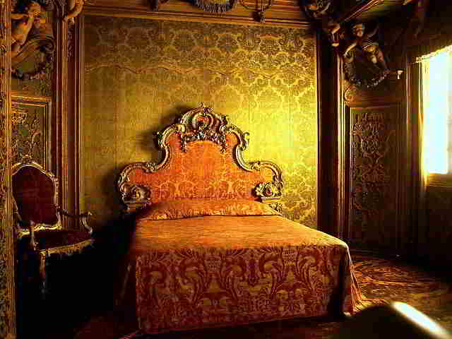 Bedroom-from-the-Palazzo-Sagredo-1 (1)