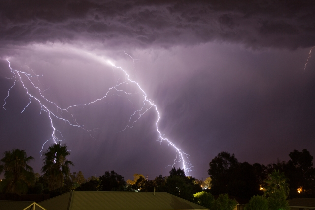 Cloud_to_ground_lightning_strikes_south-west_of_Wagga_Wagga (1)